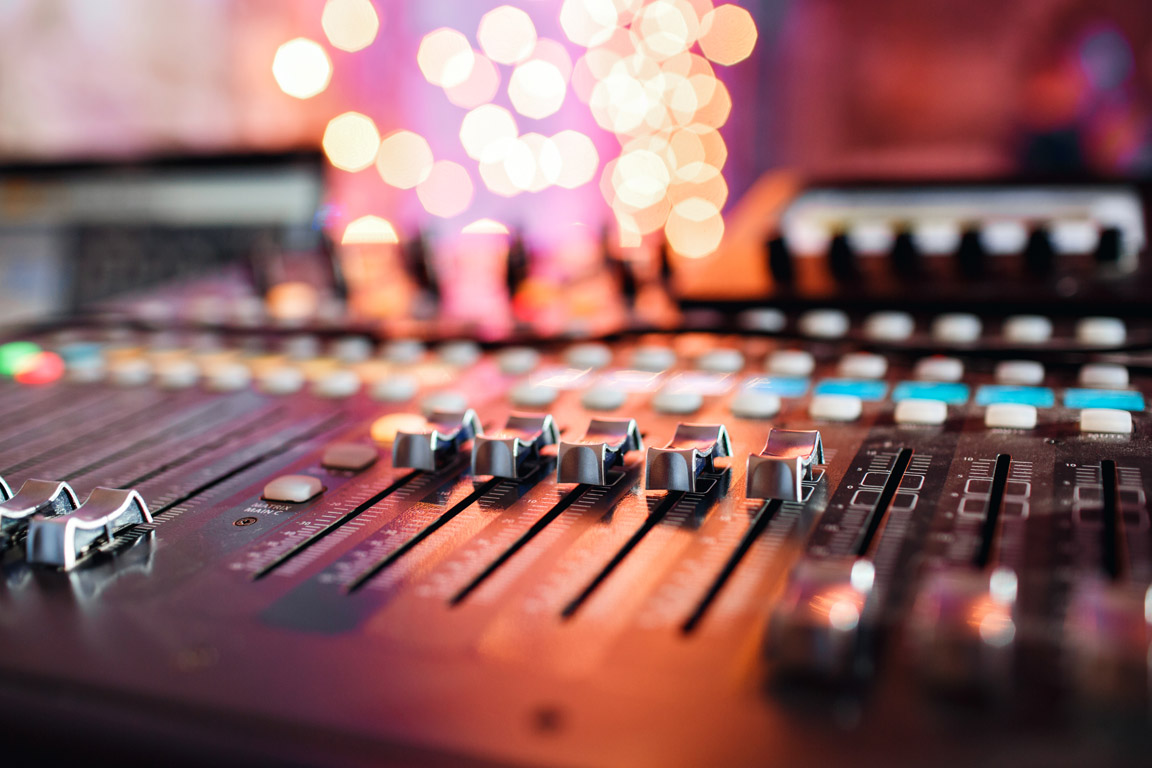 studio sound design avec table de mixage
